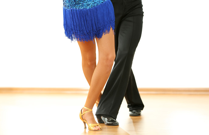 A photo of a ballroom dancing couple